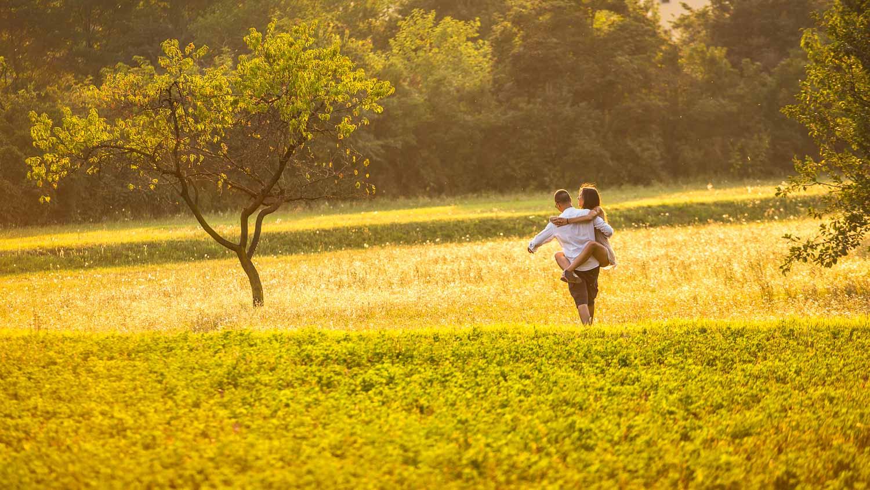 """Amore mio / ho sognato di te come si sogna / della rosa e del vento. """"A. Merini"""""""